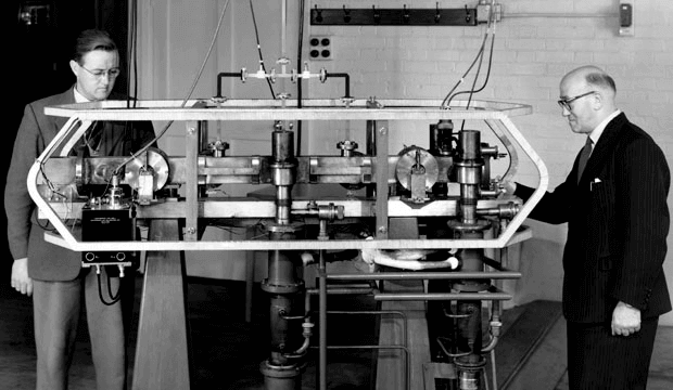 Jack Parry (left) and Louis Essen (right) with the Caesium Mk. 1 Atomic Clock